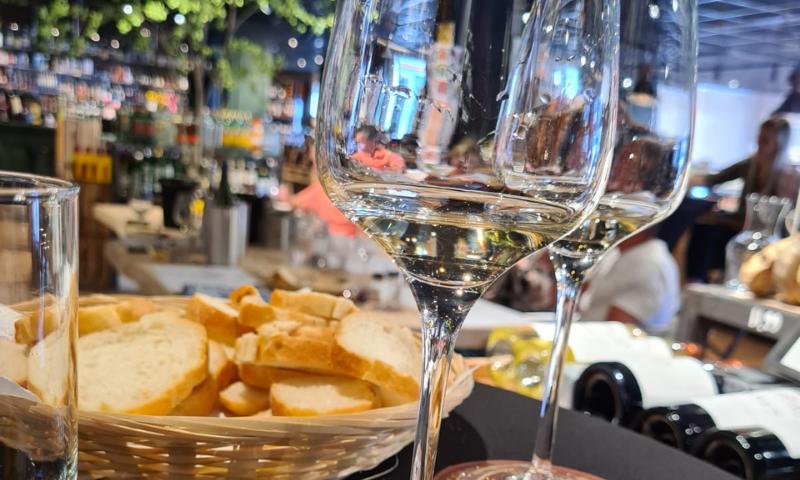 Wijn en hapjes proeverij